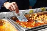 Банк Англии продолжит выпускать купюры с салом вопреки протестам вегетарианцев