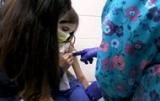 Вакцину Pfizer испытали на девочках-близнецах