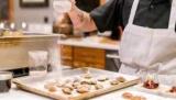 В Киеве дефицит поваров: бизнес повышает зарплаты, но готовить некому