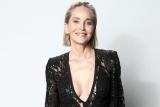 Шэрон Стоун заявила, что пластический хирург увеличил ей грудь без ее согласия