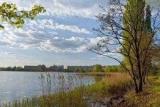 На берегу столичного озера Кирилловского второй день подряд находят трупы: опубликованы кадры с места жутких находок